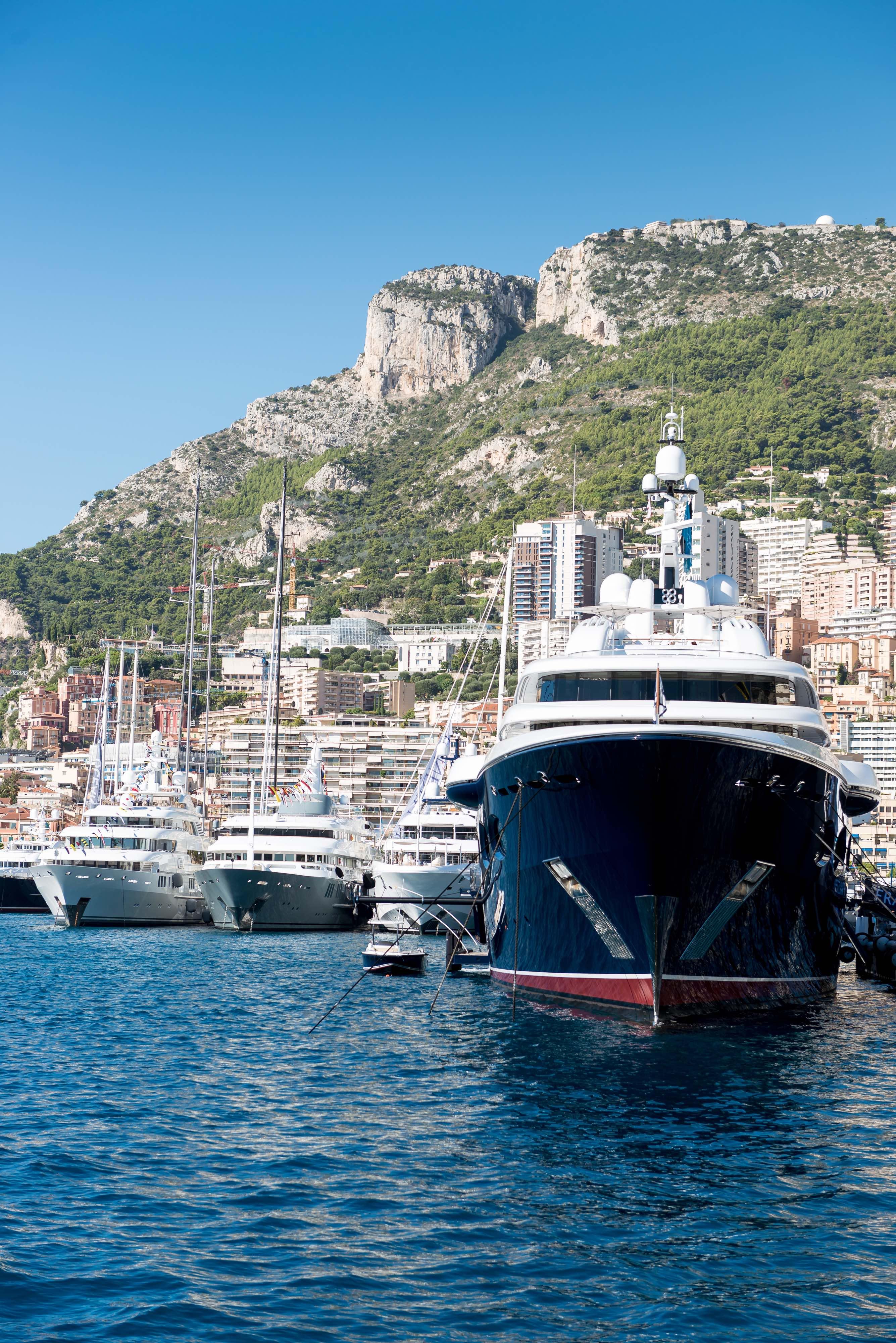 luxury yacht weekly rental